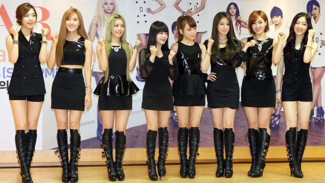 "Members of T-ara including Hwa-young (left) pose for photo at a launching ceremony of their first official fan club ""Queen's"" at Kyung Hee University in Seoul, on July 14. (Yonhap News)"
