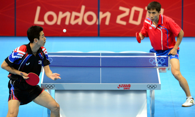 North Korean Kim Hyok-bong (right) defeated South Korea`s Joo Sae-hyuk in the men`s singles table tennis on Monday at London`s ExCeL Arena. (London Olympic Joint Press Corps)