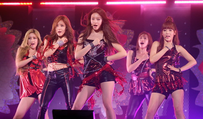 T-ara stages its first Japanese concert'Jewelry Box'at the Butokan, Tokyo on July 26.(Yonhap News)