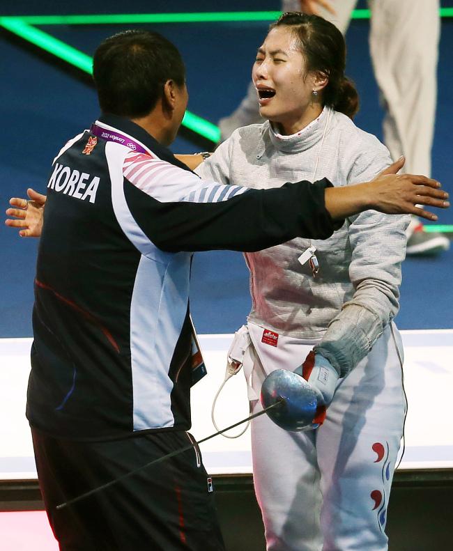 Korea's Kim Ji-yeon celebrates her gold medal. (London Olympic Joint Press Corps)