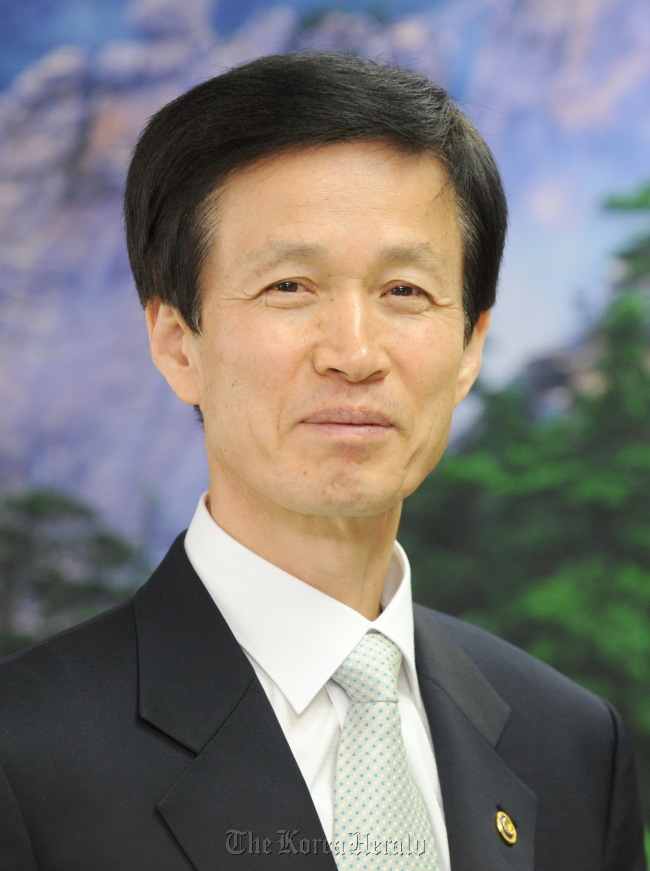 Lee Don-koo, the minister in charge of the Korea Forest Service
