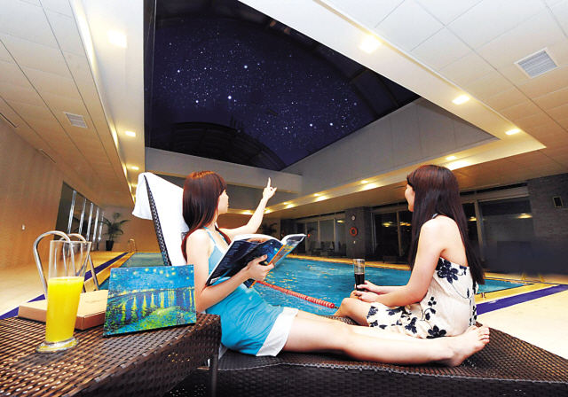 Visitors Enjoy The Night View Through The Open Ceiling Of Novotel  Ambassador Gangnamu0027s Semi Outdoor Swimming Pool.(Novotel Ambassador Gangnam)