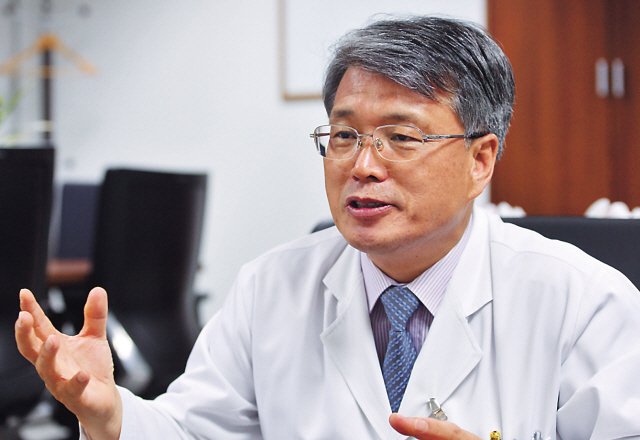 Dr. Koh Young-cho, a neurologist at Konkuk University Hospital, speaks during a recent interview at his office in Seoul. (Lee Sang-sub/The Korea Herald)