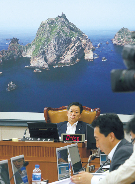 A session of the South Korean National Assembly's Land, Transport and Maritime Committee addresses the Dokdo issue (Yonhap News
