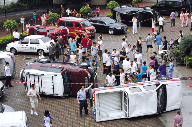 Chinese protest Japanese activists landing on one of the Senkaku/Diaoyu islands. (Yonhap News)