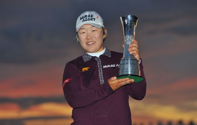 South Korea's Shin Jiyai poses for photographers after winning the Womens British Open golf tournament at the Royal Liverpool Golf Club in Hoylake, northern England, on September 16, 2012. (AFP-Yonhap News)