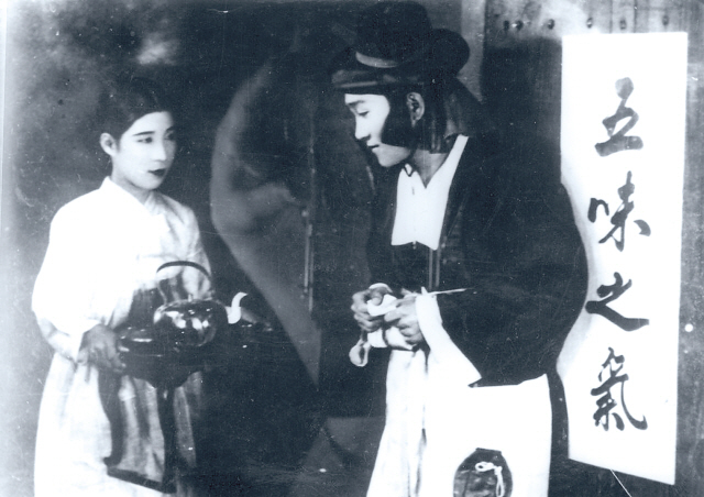 """A scene from Korea's first talking film """"The Story of Chun-hyang,"""" released in 1935 (Korean Film Archive)"""