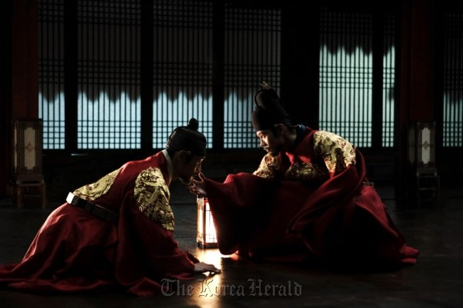 """A scene from """"Gwanghae: The Man Who Became King (Masquerade)"""" (CJ Entertainment)"""