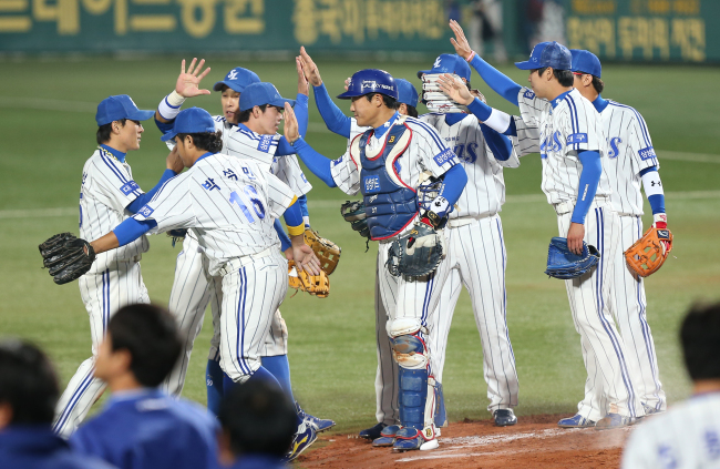 Samsung Lions players celebrate after beating SK Wyverns 8-3 to take the 2-0 series lead in the Korean Series at Daegu Baseball Stadium on Thursday. (Yonhap News)