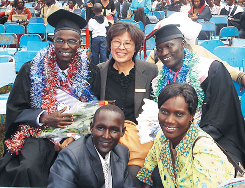 Lim Yeon-sim poses with African theological students. (KOICA)