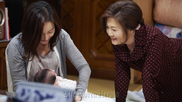 """A scene from the JTBC drama """"No Children, Best Life"""" set the record 5 percent viewership rating, the highest for the general programming channel drama. (JTBC)"""