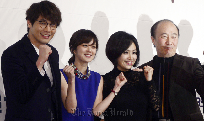 "The cast of ""School 2013"" (working title) — (from left to right) Choi Daniel, Jang Nara, Park Hae-mi, Yoon Joo-sang — pose at the drama's press conference in Seoul on Wednesday. (Park Hae-mook/The Korea Herald)"