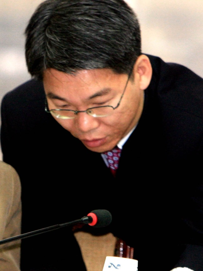Lee Choon-sang, a long-time aide to presidential candidate Park Geun-hye, died on the campaign trail Sunday. (Yonhap News)