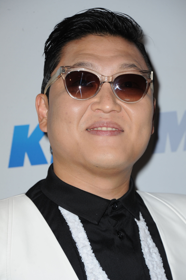 Psy arrives at KIIS FM's Jingle Ball at Nokia Theater L.A. Live, in Los Angeles on Dec. 3. (AP-Yonhap News)