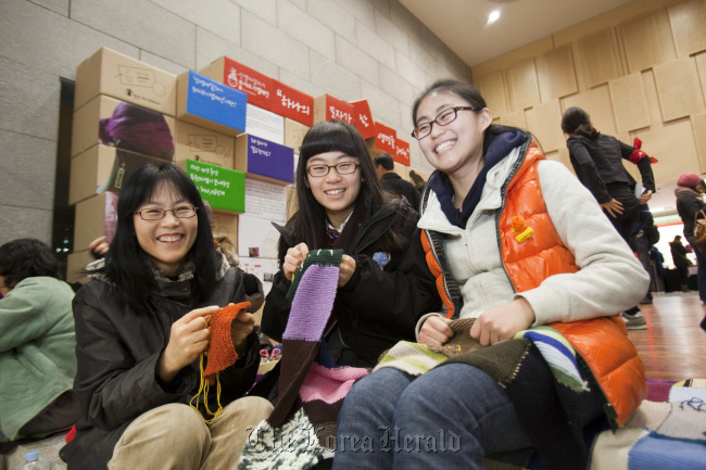 Participants in Save the Children's knitting event work their needles. (Save the Children)
