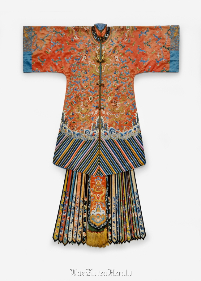 Woman's wedding garment from China (The National Folk Museum)