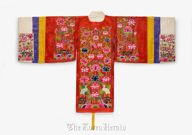 """Hwarot,"" ceremonial wedding garment for woman from Korea. ( The National Folk Museum)"