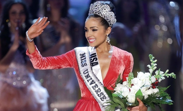 Miss Universe Olivia Culpo waves her hand to the audience. (AP)