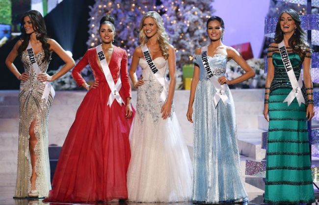 Miss Universe Olivia Culpo (second from left) and four contestants. (AP)