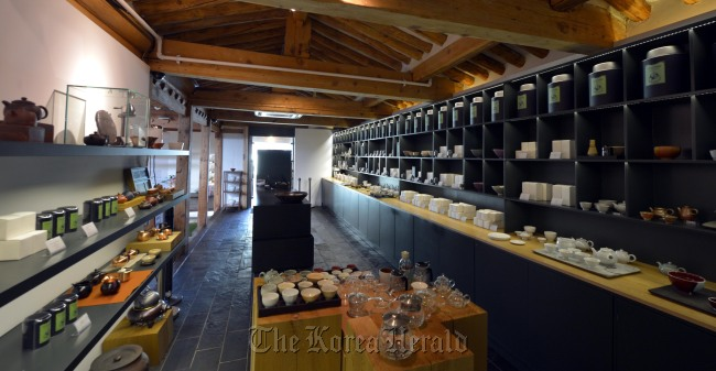 The shop exhibiting teas from around the world inside the Beautiful Tea Museum in Insa-dong. (Kim Myung-sub/The Korea Herald)