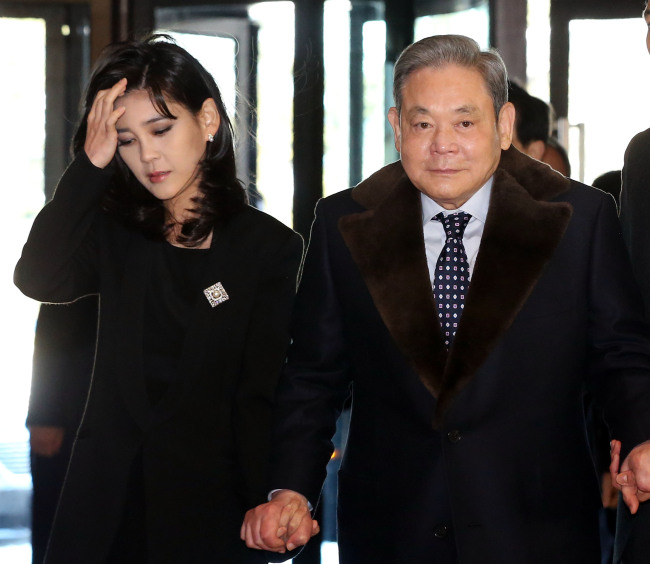 Lee Boo-jin (left) and Lee Kun-hee. (Yonhap News)