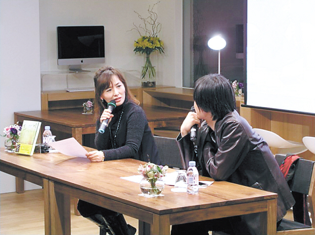 Author Gong Ji-young (left) speaks during a literary event held at Cafe Changbi. (Cafe Changbi)