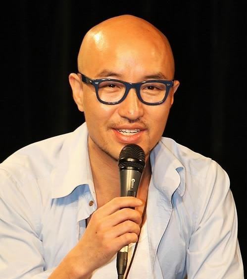 Hong Suk-chun describrs his feelings after he came ouf the closet. Yonhap News)