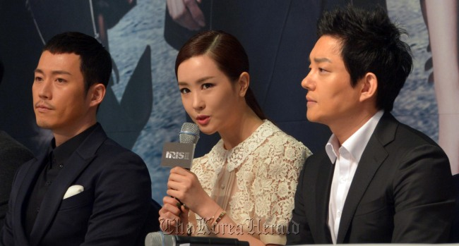 """""""IRIS II"""" leads, from left, Jang Hyuk, Lee Da-hey and Lee Bum-soo attend the drama's press conference in Seoul on Thursday. (Kim Myung-sub/The Korea Herald)"""