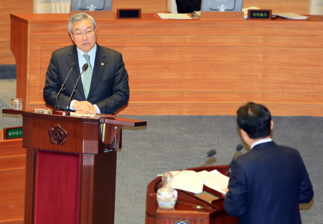 Foreign Minister Kim Sung-hwan answers a question from a lawmaker at the National Assembly on Thursday. (Yonhap News)