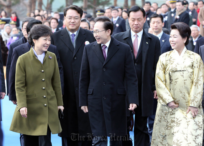 President Park Geun-hye, her predecessor Lee Myung-bak and former first lady Kim Yoon-ok leave the National Assembly following the inauguration ceremony. (Chung Hee-cho/The Korea Herald)