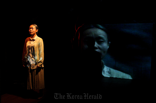 """A promotional image of Theater Company Gorae's """"Red Poetry"""" (Theater Company Gorae)"""