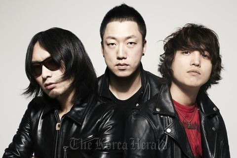 """Korean rock trio Galaxy Express, invited to SXSW three times in a row, will perform at the """"K-Pop Night Out at 2013 SXSW"""" which takes place at the Elysium live club in Austin, Texas, on March 12. (KOCCA)"""