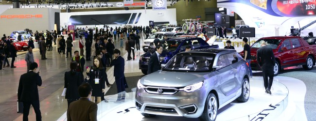 "Auto industry officials and journalists browse through the Seoul Motor Show venue at KINTEX in the northwestern outskirts of Seoul during a press day event on Thursday, a day before the 10-day trade exhibition kicks off under the theme ""With Nature, for the People."" Some 331 automakers and parts makers, including 103 foreign firms from 13 countries, are participating in the biennial show this year. (Park Hae-mook/The Korea Herald)"