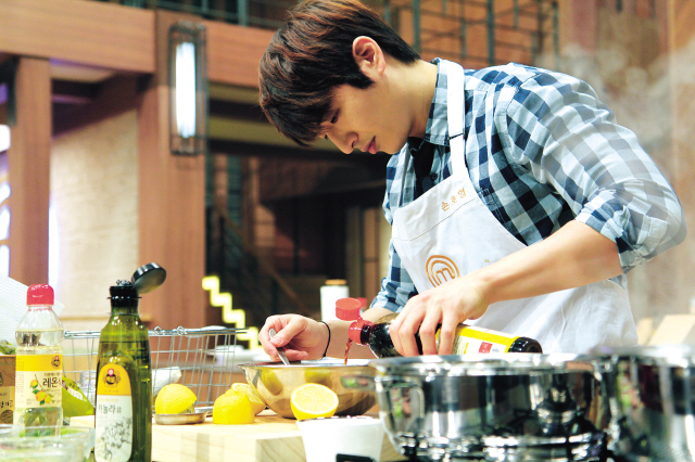 """Master Chef Korea Celebrity"" winner Son Ho-young is currently hosting his own new food program on Olive. (Olive)"