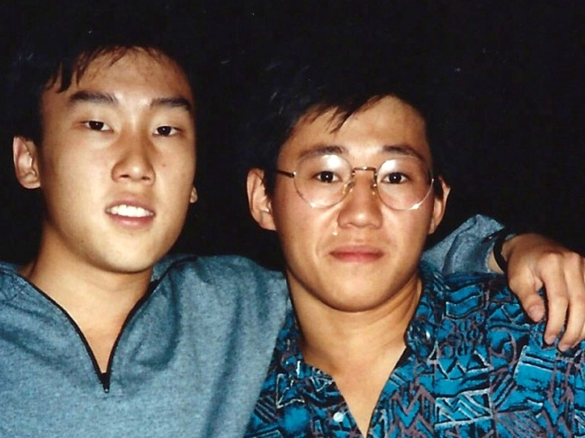 This file photo shows Kenneth Bae, right, and Bobby Lee together when they were freshmen students at the University of Oregon in 1988. (AP-Yonhap News)