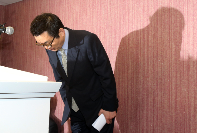 Former presidential spokesperson Yoon Chang-jung bows during a press conference over allegations of sexual harassment in Seoul on Saturday. (Yonhap News)