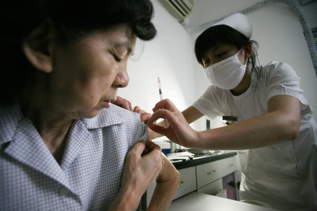 Nurse Ye Yu Jie gives a shot to a patient in a hospital in Shanghai, China. (Bloomberg)