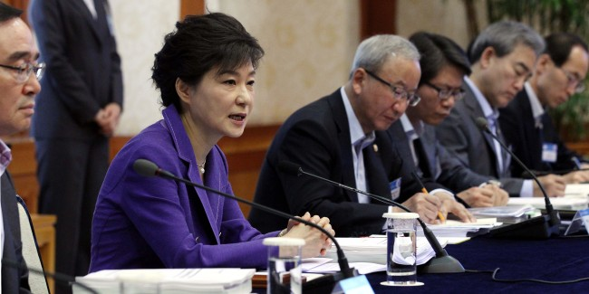 President Park Geun-hye speaks during a meeting with ministers on the nation's fiscal management at Cheong Wa Dae on Thursday. (Chung Hee-cho/The Korea Herald)
