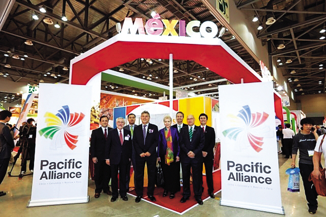 Mexican Deputy Head of Mission Luz Elena Banos Rivas (fourth from right) poses for a photo with other envoys of member nations of the Pacific Alliance, a group of four Latin American countries that are eyeing better trade links with East Asia as a way to bolster their economies, at the Seoul Food 2013 exhibition at KINTEX on Tuesday. (Mexican Embassy)