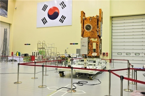 The KOMPSAT-5, the country's first Synthetic Aperture Radar satellite, is stationed at Korea Aerospace Research Institute in Daejeon. (Yonhap News)