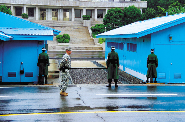 A U.S. solider (second from left) and three South Korean soldiers stand guard at the Joint Security Area of the Korean Demilitarized Zone on Tuesday. (Julie Jackson/The Korea Herald)