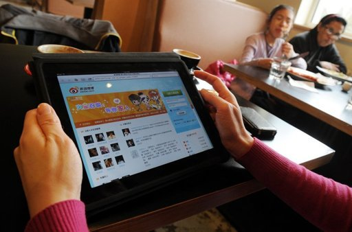 A woman views the Chinese social media website Weibo at a cafe in Beijing. (AFP-Yonhap News)