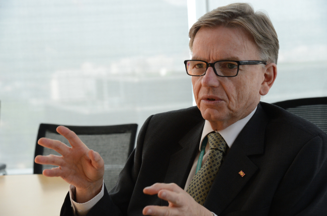 Howard Bamsey, director general of the Global Green Growth Institute. ( Chung Hee-cho/The Korea Herald)