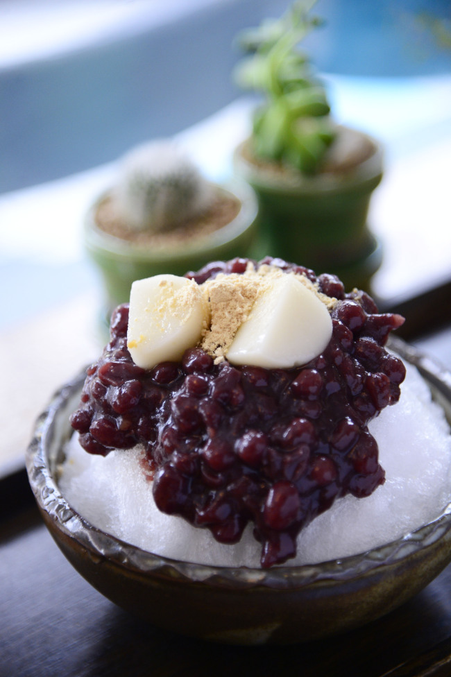 Cafe Oven's milk red bean sherbet goes back to bingsu's roots with homemade red beans and soft tteok dusted with soybean powder. (Park Hae-mook/The Korea Herald)