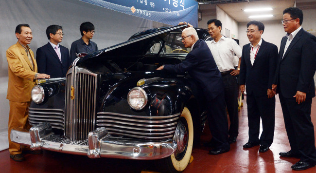 Photo news kim il sung limousine a russian made limousine presented by joseph stalin to north korean leader kim il sung in 1948 is on display at the war memorial of korea in yongsan seoul thecheapjerseys Choice Image