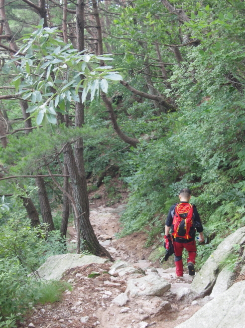 A Namwon resident walks along the Mount Jirisan trail. (Choi He-suk/The Korea Herald)