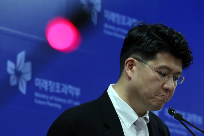 Chun Kil-soo, a director of Internet Incidents Response Division at Korea Internet & Security Agency, announces Tuesday the results of the Science Ministry's investigation into the June 25 hackingattack. The government named North Korea as the suspected culprit. (Yonhap News)