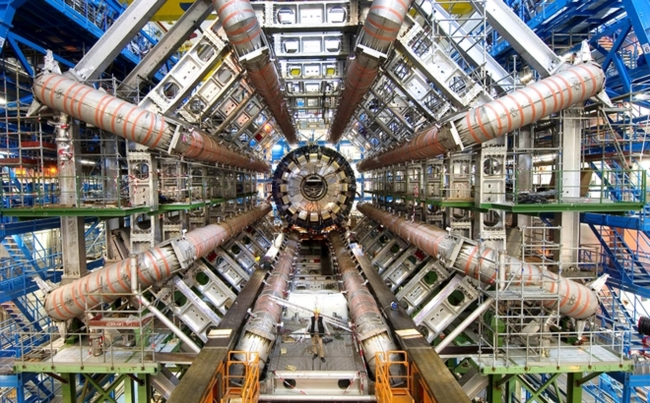 A particle detector at the Large Hadron Collider (MCT)
