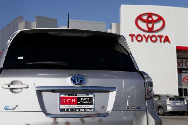 Toyota S Profits Triple Gm S As Abe Policies Boosts Exports
