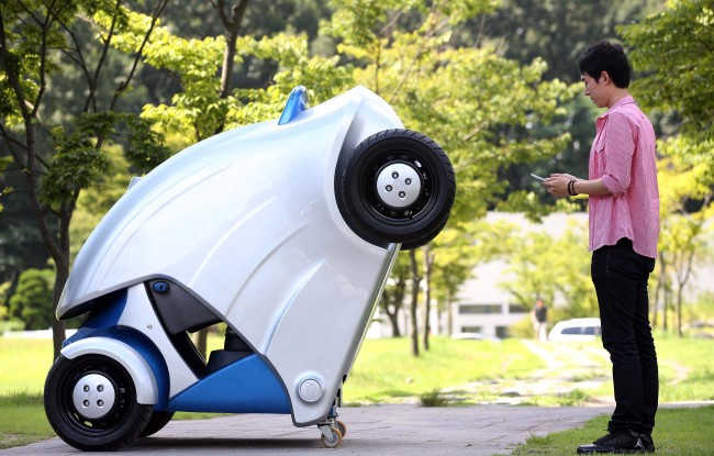 KAIST unveils the foldable electric vehicle Armadillo-T on Tuesday. (Yonhap News)
